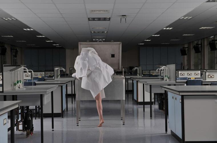 Refolding-Lab.-Architectures-2010-Kira-O'Reilly-Jennifer-Willet-Photo-credit-Hugo-Glendinning)