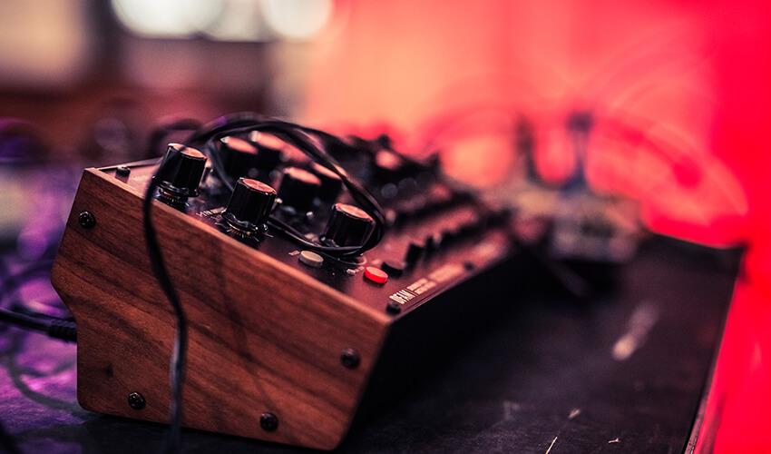 Dronica-10-Deep-Listening-practice-by-Agata-Kik-matteo-favero